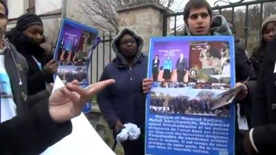 تظاهرة أمام مقر منظمة خلق في باريس تندد بجرائمها