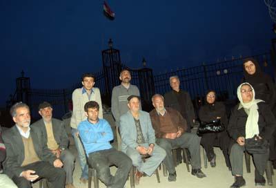إحتجاجاً على إحتجاز أبنائها القسري / إعتصام عوائل ايرانية أمام مقر منظمة مجاهدي خلق في العراق