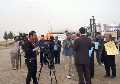 جمع العوائل الايرانية وحضور الاعلاميين