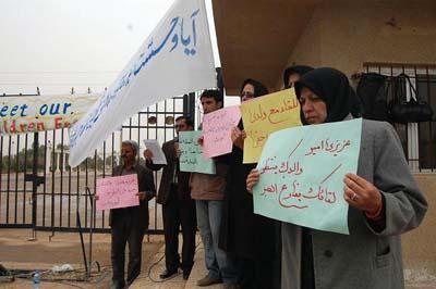 جماعة خلق الارهابية تمنع عوائل ايرانية من مقابلة ذويها