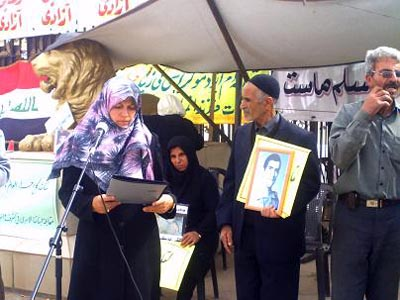 Families of Rajavi cult victims maintain their vigil outside Camp Ashraf