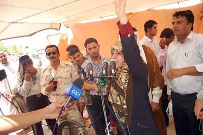خانم عبداللهی اظهار داشت: حتی اگر یک نفر در این اسارتگاه بزور نگاه داشته شده باشد ما این محل را ترک نمی کنیم.