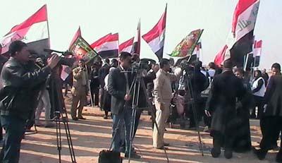 عناصر زمرة خلق تهاجم تظاهرة للعشائر العراقية بالحجارة