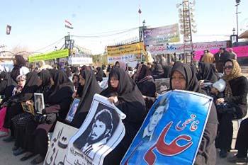 عوائل الضحايا المحتجزين في اشرف مستمرة بمسيرتها الصامدة حتى تحقيق مطالبها