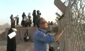 تلاش خانواده های متحصن برای رهایی اسیران رجوی