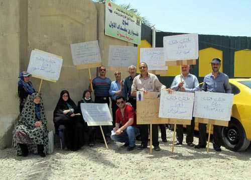 Families of MEK captives in front of Camp Liberty,Iraq