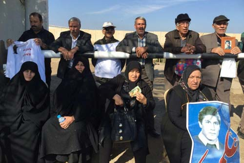 حضور خانواده ها در مقابل کمپ لیبرتی - گزارش دوم و سوم