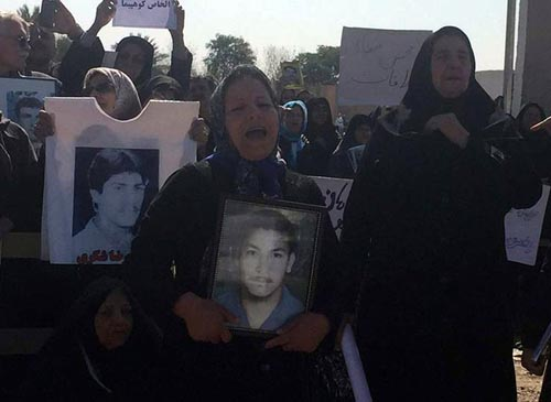 Pictorial – Families of MKO Captives picketing in front of Camp Liberty,Iraq