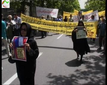تجمع مقابل سفارت فرانسه