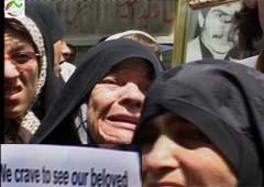 عوائل ايرانية تطالب حقوق الانسان بالتدخل لمقابلة ذويهم في مخيم
