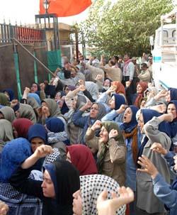 الحكومة العراقية تعلن استقرار الوضع في مخيم اشرف