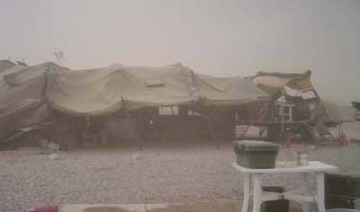 تا پایان زمستان 2004 نزدیک به 500 عضو جداشده از مجاهدین در شرایط بسیار سخت و طاقت فرسای کمپ تیپف زندگی میکردند.در طی این مدت فرارهای بسیاری از کمپ تحت حفاظت نیروهای آمریکایی سازماندهی و صورت گرفت که بسیاری از افراد دستگیر شده و مجددا به کمپ تیپف بازگردانده شدند.تعدادی زخمی و برخی نیز که موفق به فرار شده بودند به سرنوشت نامعلومی در عراق جنگ زده دچار شدند که تاکنون هیچ خبری از آنان در دسترس نیست.