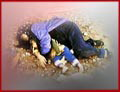 حيث قام عناصر هذه الزمرة في مدينة البصرة (جنوب) بتعقب أبناء الشعب العراقي وشباب البصرة من منزل الى منزل واخراجهم وإعدامهم في الشوارع.