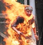 خودسوزی اجباری در فرقه رجوی / پاریس - ژوئن 2003