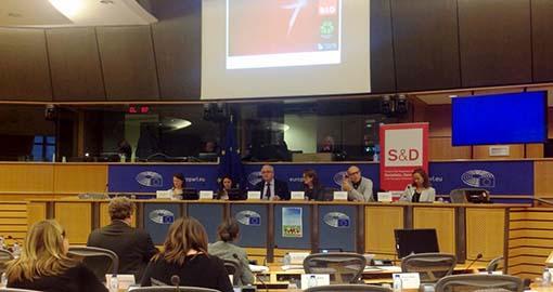 افشای جنایات فرقه رجوی در مورد کودکان در کنفرانس مبارزه با فقر و محرومیت کودکان پارلمان اروپا