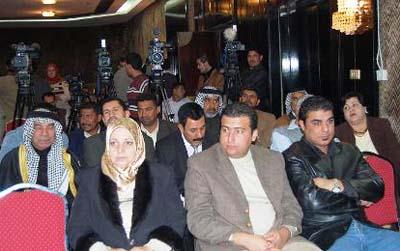 حاضرین دراین جلسه ضمن محکوم نمودن جنایاتی که سازمان مجاهدین خلق در زمان صدام حسین در حق ملت عراق روا داشته اند، خواستار اجرائی شدن تصمیم دولت عراق مبنی بر اخراج فرقه تروریستی رجوی از این کشور شدند.