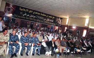 """نخستین نمایشگاه اسناد و مدارک جنایات گروه تروریستی مجاهدین علیه ملت عراق در منطقه """"الخالص"""" واقع در استان دیالی این کشور برگزار شد. این نمایشگاه از دیروز با عنوان """"طاعون سیاه """" آغاز بکار کرده است و به مدت سه روز ادامه مییابد. در این نمایشگاه دهها سند و تصویر از جنایات گروه تروریستی مجاهدین علیه ملت عراق به نمایش عموم گذاشته شده است."""