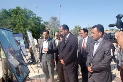 وطالبوا ايضاً الجهات المعنية بالسماح بالعوائل الايرانية بمقابلة ابنائهم المحتجزين في معسكر اشرف.
