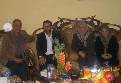 آقای الشحمانی همچنین با نمایندگان خانواده های گروگانهای رجوی در داخل کمپ اشرف و هیئت اعزامی از کشورهای اروپایی که برای یافتن راه حلی صلح آمیز در رودررویی های کمپ به عراق سفر کرده اند دیدار و گفتگو نمود.