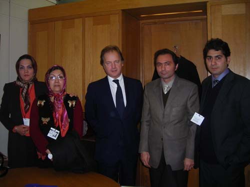 In a meeting yesterday with Mr. Hugo Swire, MP, Nejat delegates described the worsening human rights situation for the remaining captives inside Camp Ashraf