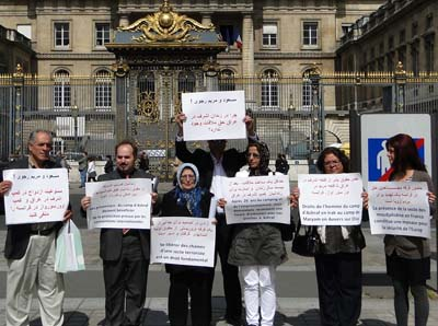 پرونده رهبر این گروه مریم رجوی در دادگاه فرانسه رسیدگی و اتهامات وی در یک دادگاه صالحه بررسی گردد تا از این طریق سازمانده و هدایت گر خودسوزی های پاریس به دست عدالت سپرده و بخشی از حقوق از دست رفته قربانیان نقض حقوق بشر تامین و پرده از چهره پنهان این سازمان برداشته شده