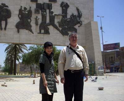 خانم فاطمه اکبری نسب همراه با عموی خود رضا اکبری نسب