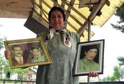 خانم رقیه جعفری کرفستانی مادر حمید علی اکبری از اعضای دربند تشکیلات مخوف فرقه رجوی در پادگان اشرف، چشم انتظار و با عشق و آرزوی دیدار و به آغوش کشیدن دلبندش دار فانی را وداع کرد و به ابدیت پیوست.