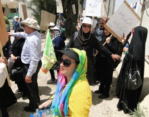 حضور خانم نرگس بهشتی پشت درب های بسته کمپ لیبرتی در خرداد ۱۳۹۵