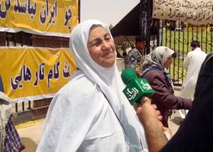 مادر محمدرضا رئیس وند اسیری دیگر در دستان رجوی که در خدمت سربازی در سوسنگرد بود و ناگهان ناپدید شد.