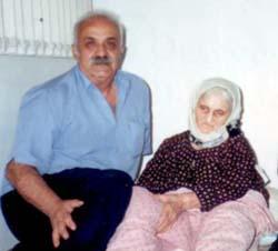 مرحومه مادر احمد رحیم اربابی به همراه برادر وی بنام ناصر رحیم اربابی