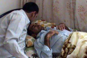عکس حسن در وداع با برادرش