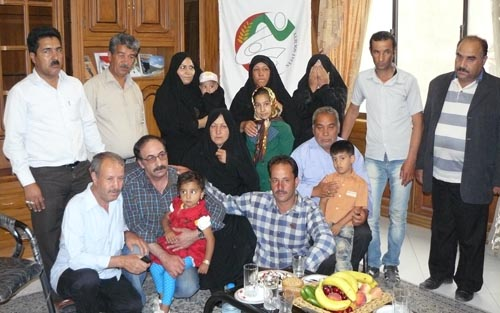 آقای علی محمد خاتمی در آغوش پُر مهر خانواده