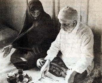 مسعود رجوی حتی پدر و مادر خود را زندانی کرده بود