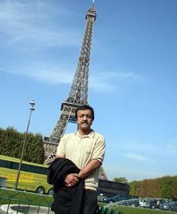 عکسهای آقای محمد رزاقی در پاریس بعد از تحمل شرایط سخت و طاقت فرسا.