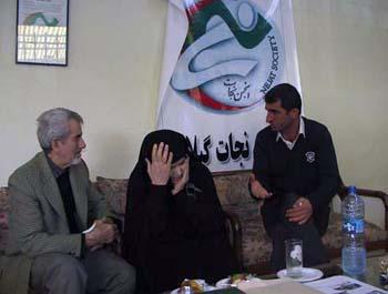 دیدار اکبر محبی با خانواده چشم انتظار مسعود جواد زاده از اعضاء در بند مجاهدین