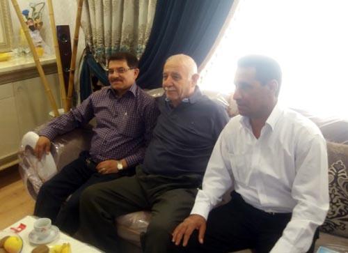 دیدار اعضای انجمن نجات خوزستان با خانواده نصرالله زیبا از اسیران دربند فرقه رجوی