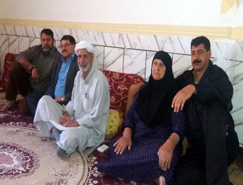 دیدار اعضای انجمن نجات خوزستان با خانواده امیر حزبه پور از اسیران دربند فرقه